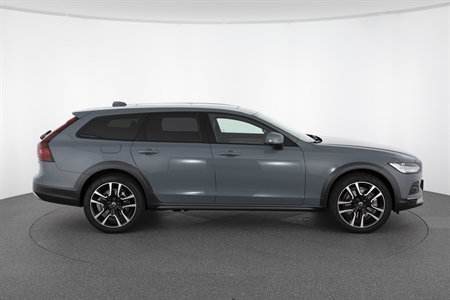 VOLVO V90 CROSS COUNTRY B6